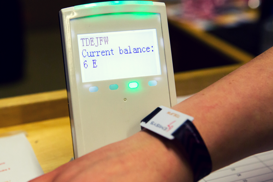 Instant balance checks to see how much money's left on the bracelet